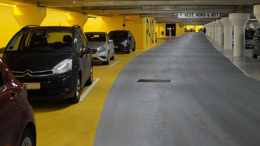 Biler parkeret i Odense P p-kælderen